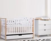 Klupś Iwo pokój dziecięcy (łóżeczko 120x60cm z szufladą i barierką+komoda z przewijakiem) / biały/sosna.
